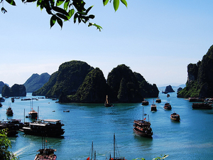 Discover Halong Bay on Luxury Cruise of 5 Stars Photos