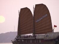 Valentine Cruise Halong Bay
