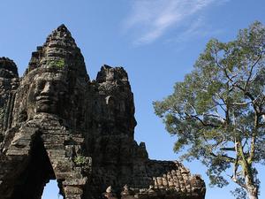 Un tempio remoto e un villaggio galleggiante Photos