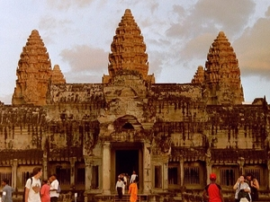 Cambodia Tour : Phnom Penh – Siem Reap : 5 Days / 4 Nights Photos