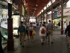 Dubai Gold Souk Has Narrow Lanes