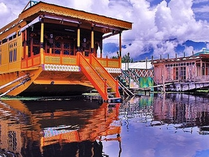 Kashmir Houseboat Package Photos