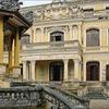 La Façade Principale Du Palais An Dinh à Hué