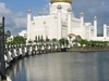 Sultan Omar Ali Saifuddin Mosque - View