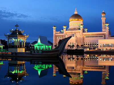 Night View Of Sultan Omar Ali Saiffuddin Mosque