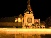 Phra Nang Chamthewi Statue