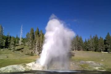 Riverside Geyser - Yellowstone - Wyoming - USA