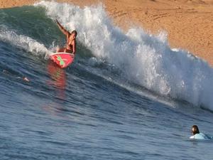 Round Trip To World's Grade 1 Surfing Photos