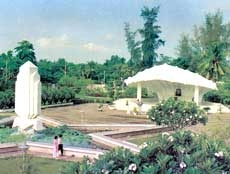 Tomb of Junior Doctor Nguyen Sinh Sac