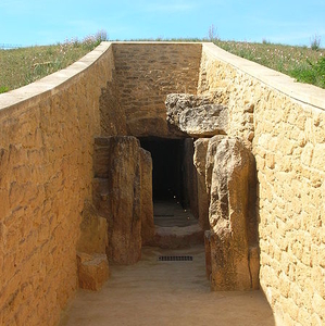 Viera Dolmen Antequera