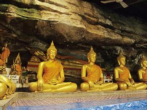 Wat Tham Khuha Sawan