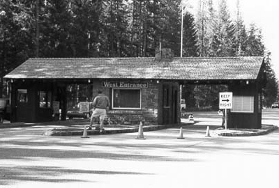 West Entrance Station - Glacier - USA