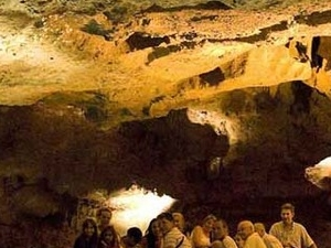 AN ACUATIC ADVENTURE! Boating inside the cave, visit to the museum and walk around the village Photos