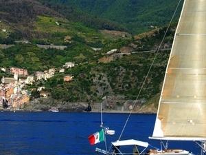 Azure day: sailing along the Cinque Terre coast with mini course Photos