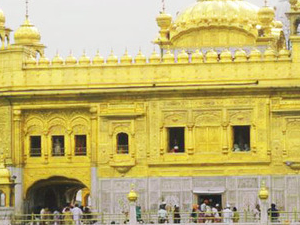 Golden Temple  Tour with Evening Indo - Pak Beating Retreat ceremony with Lunch and Dinner.