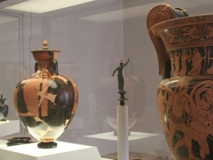 Greek red figure pottery, Etruscan gold, and Roman pirogues in Ferrara Photos