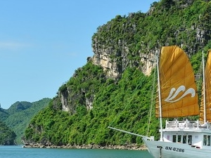 Halong Bay tour boat daily from Hanoi Photos