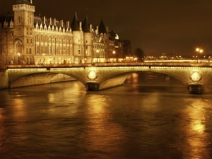 The Dark Heart of Paris: Ghosts, Legends and Mysteries Walking Tour  (Spring-Fall Season) Photos