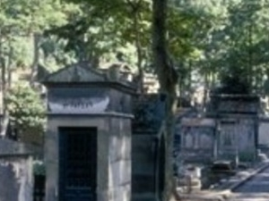 Unusual : Père Lachaise Cemetary - CIPL Photos