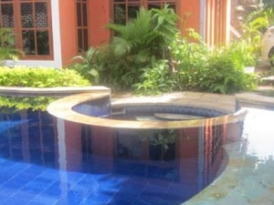 Huge room Lounge Pool Free Wifi