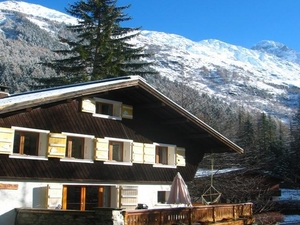 Elevated Leisure Backpackers Chalet