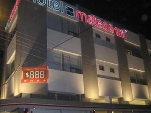 Mateos 1215 Hotel