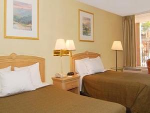 Motel 6 Glendale Inn & Suites