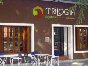 Trilogia 'Alojamiento·Bar·Aventura