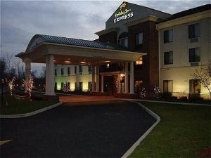 Holiday Inn Exp Newton Falls