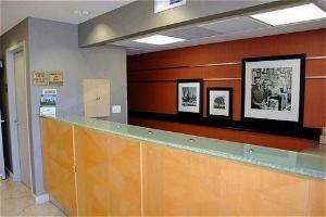 Holiday Inn Exp Redwood Centrl