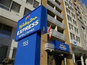 Holiday Express and Suites Centre Ville