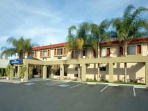 Hojo Inn And Suites Reseda