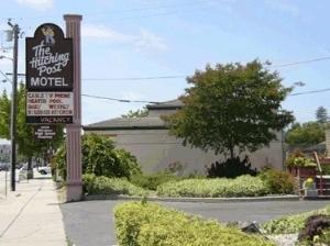 Hitching Post Motel
