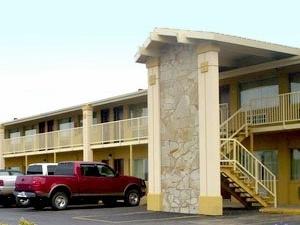 Big Spring Inn Madisonville