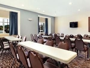 Microtel Inn And Suites Weeki