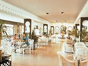 Alhambra Santa Susana Hotel