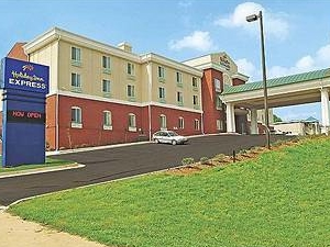 Holiday Inn Express Hotel and Suites Commerce -t