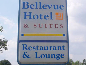 Magnuson Hotel And Suites Belle