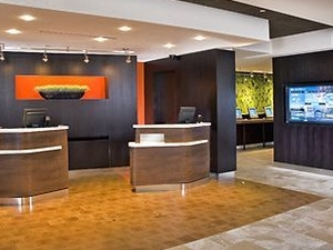 Courtyard By Marriott Kingston Highway 401/divisio