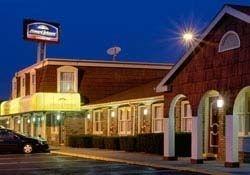 Howard Johnson Express Inn   b
