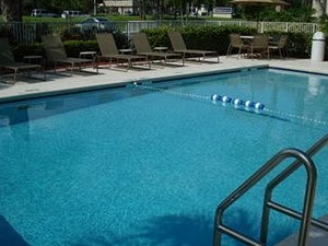 Holiday Inn Express and Suites Ft. Lauderdale N