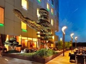 Kempinski Hotel River Park