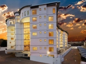 Splice Hotel And Apartments