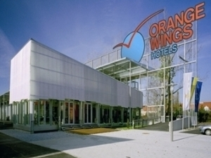 Orange Wings Krems