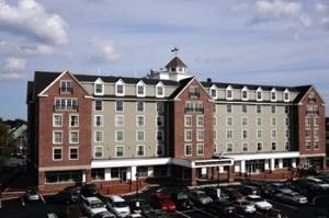 Salem Waterfront Hotel