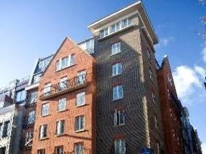 Marlin Apartments Queen Stree