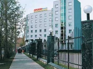 Proton Hotel