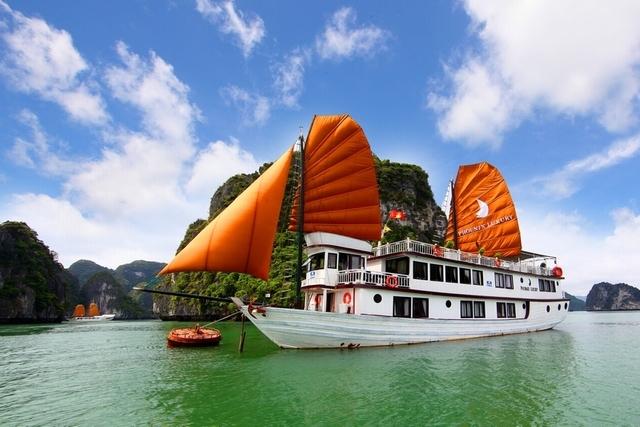 Ha Long Bay Tour Photos