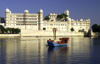 Sunset Boat Cruise on Lake Pichola in Udaipur with Private Transport Photos