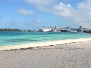 Shared Round-Trip Transfer: Nassau Airport Photos